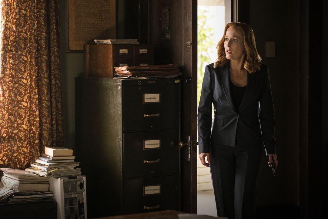 Verzweifelt macht sich Scully (Gillian Anderson) auf die Suche nach Mulder, nachdem sie eine erstaunliche Entdeckung in ihrem Blut gemacht hat ... - Bildquelle: 2016 Fox and its related entities.  All rights reserved.