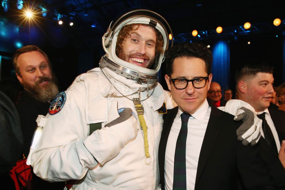 Critcs-Choice-Awards-160117-HT-Miller-JJ-Abrams-getty-AFP - Bildquelle: getty-AFP