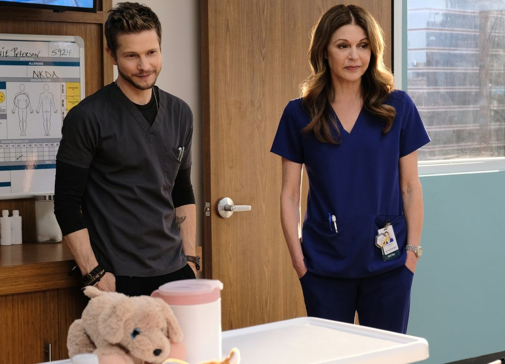 Dr. Conrad Hawkins (Matt Czuchry, l.); Dr. Kit Voss (Jane Leeves, r.) - Bildquelle: 2018-2019 Twentieth Century Fox Film Corporation.  All rights reserved.