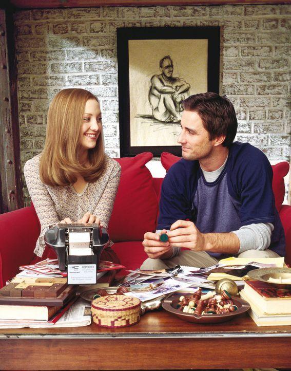 Zusammen versuchen sie einen Roman fertigzustellen, doch das ist für Alex (Luke Wilson, r.) und Emma (Kate Hudson, l.) gar nicht so einfach ... - Bildquelle: Warner Brothers Entertainment Inc.