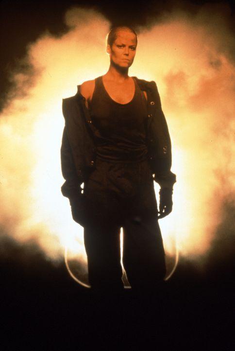 Nach dem Absturz ihres Raumschiffes landet Ellen Ripley (Sigourney Weaver) auf einem Gefängnisplaneten und schleppt das Alien dort ein ... - Bildquelle: 20th Century Fox of Germany