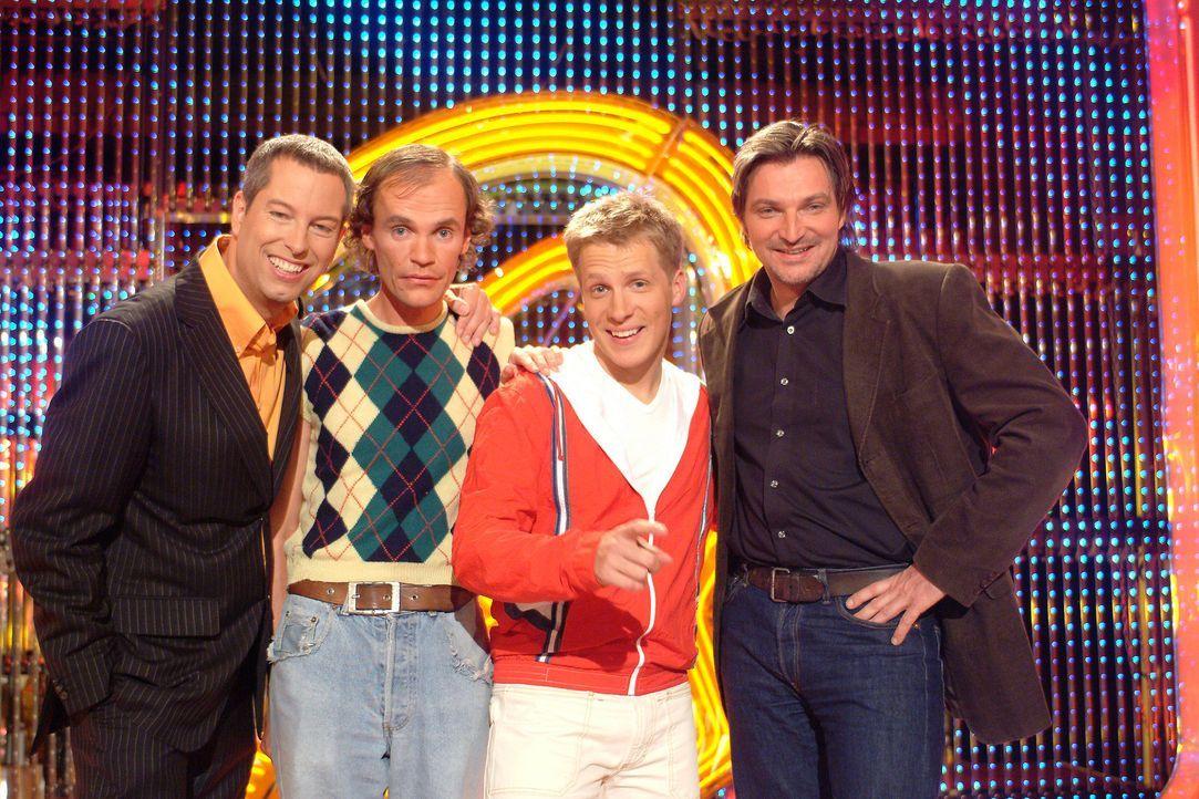 """Olaf Schubert (2.v.l.), Oliver Pocher (2.v.r.) und Stefan Jürgens (r.) sind zu Gast bei Thomas Hermanns (l.) im """"Quatsch Comedy Club"""". - Bildquelle: ProSieben"""