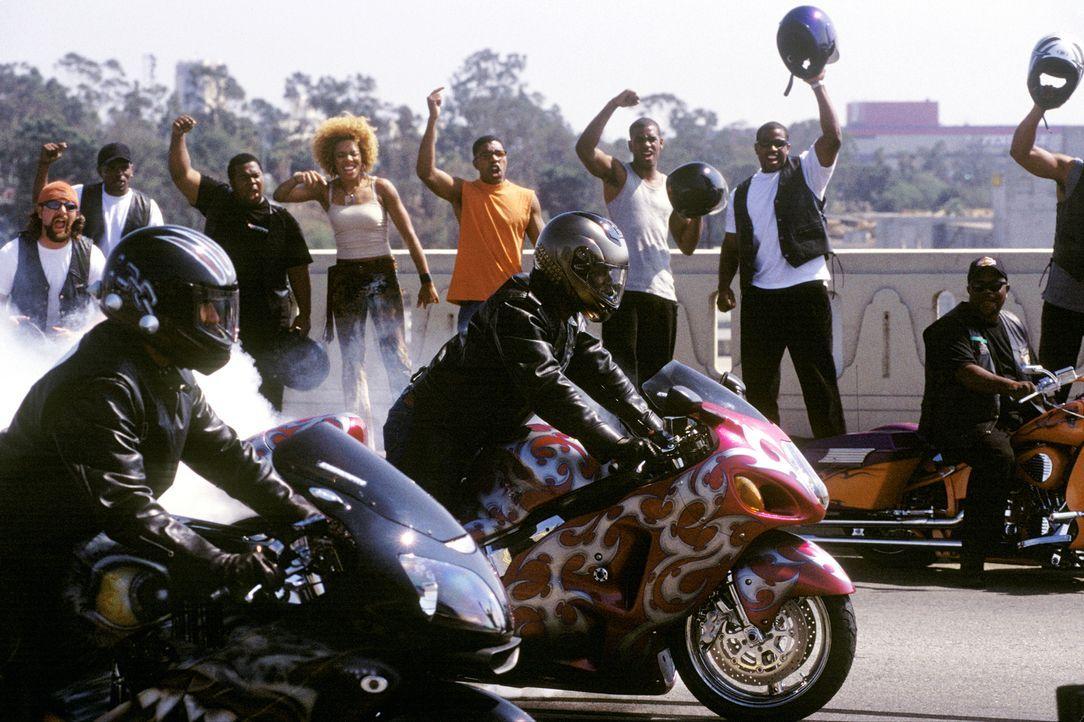 Manuel Galloway ist der Vorsitzende eines Motorradvereins, der ausschließlich farbige Geschäftsleute aufnimmt, die jedes Wochenende in Lack und Lede... - Bildquelle: DreamWorks SKG