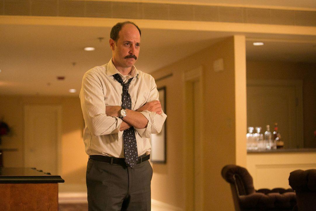 Francis Gibson, der Kopf der Entführer, setzt seinen Rachefeldzug fort. Er erpresst Frank Beckwith (Michael Bunin), den Stabschef des amerikanischen... - Bildquelle: 2013-2014 NBC Universal Media, LLC. All rights reserved.