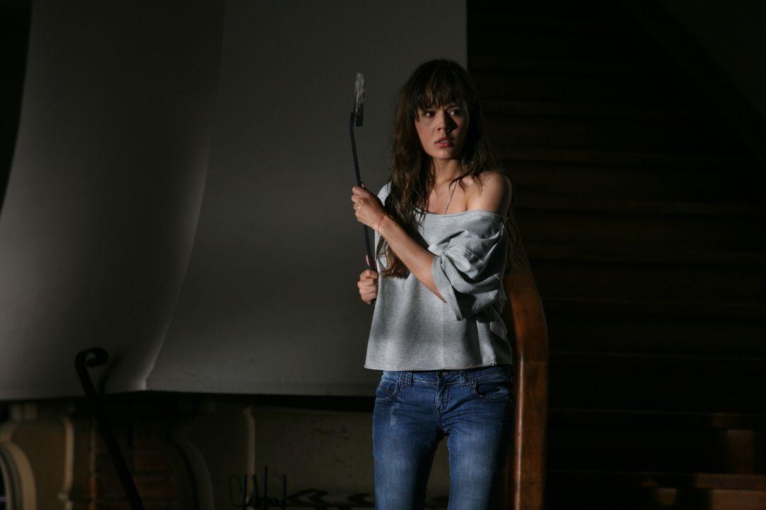 Immer wieder passieren Dinge, die Fabiana (Martina García) klar machen, dass Adrians Ex-Freundin im Haus herumspukt und ihr das Leben schwer machen... - Bildquelle: Twentieth Century Fox Film Corporation. All rights reserved.