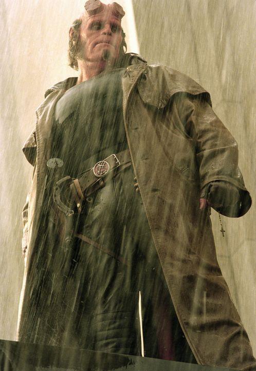 """Hellboy (Ron Perlman) ist ein unkontrollierbarer Dämon, der für die Behörde """"Bureau of Paranormal Research and Defence"""", einer Unterabteilung des... - Bildquelle: Sony Pictures Television International. All Rights Reserved."""