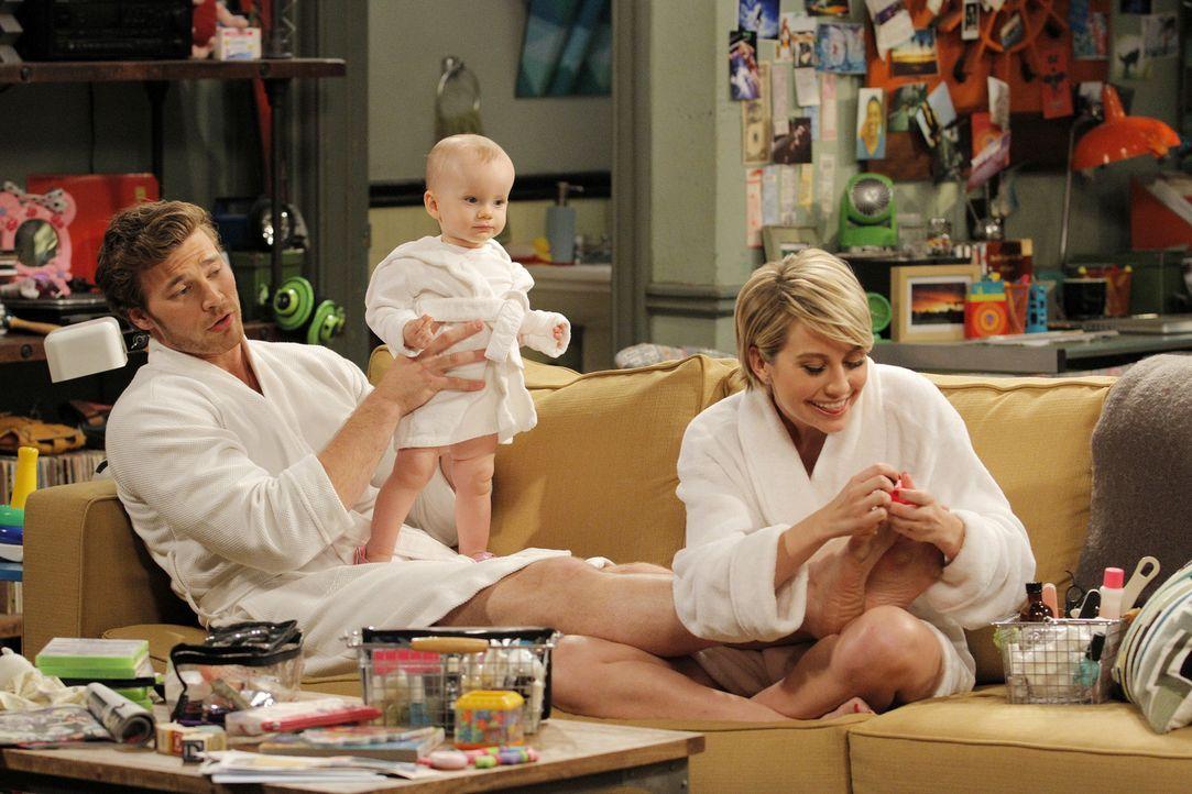 (v.l.n.r.) Danny (Derek Theler); Emma (Ember und Harper Husak); Riley (Chelsea Kane) - Bildquelle: Tony Rivetti ABC Family