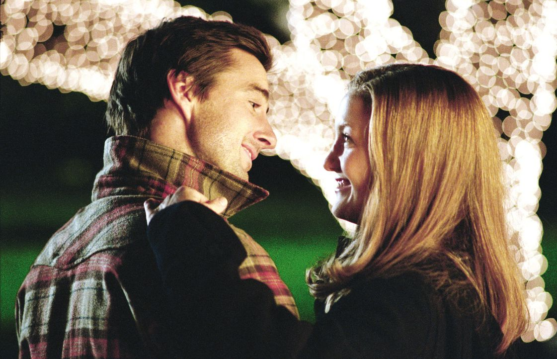 Durch die Zusammenarbeit an einem Roman, kommen sich Alex (Luke Wilson, l.) und Emma (Kate Hudson, r.) näher ... - Bildquelle: Warner Brothers Entertainment Inc.