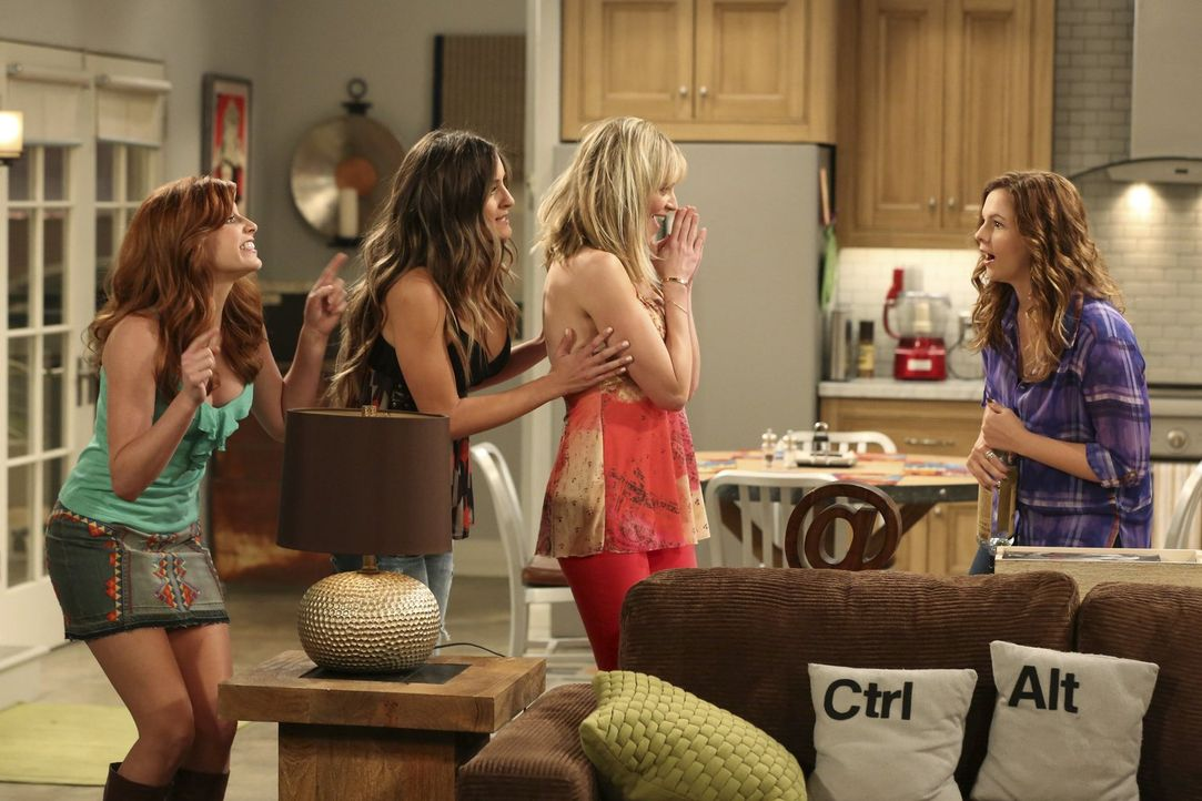 Feiern eine wilde Party: (v.l.n.r.) Sarah (Tara Perry), Heidi (Nicole Travolta), Michaela (Molly Stanton) und Jenny (Amber Tamblyn) ... - Bildquelle: Warner Bros. Television