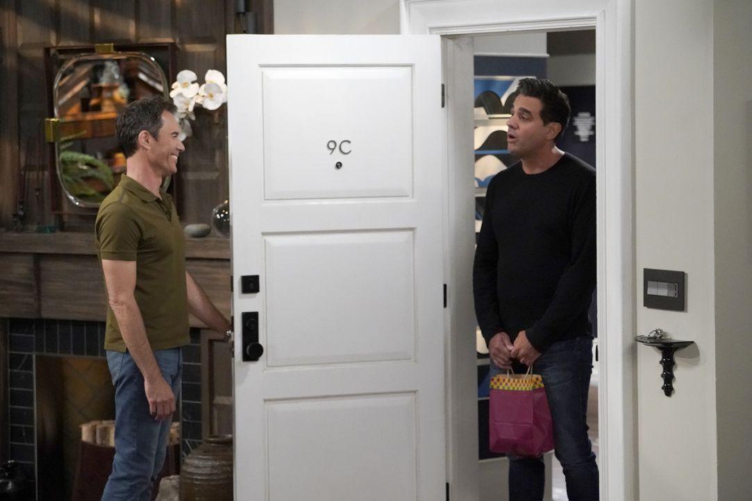Wills (Eric McCormack, l.) Ex-Freund Vince (Bobby Cannavale, r.) taucht mit einer Überraschung bei ihm auf ... - Bildquelle: Chris Haston 2017 NBCUniversal Media, LLC / Chris Haston