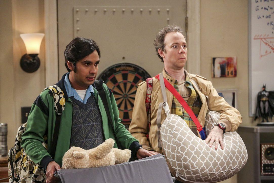 Die Baby-Flüsterer: Raj (Kunal Nayyar, l.) und Stuart (Kevin Sussman, r.) ... - Bildquelle: 2016 Warner Brothers