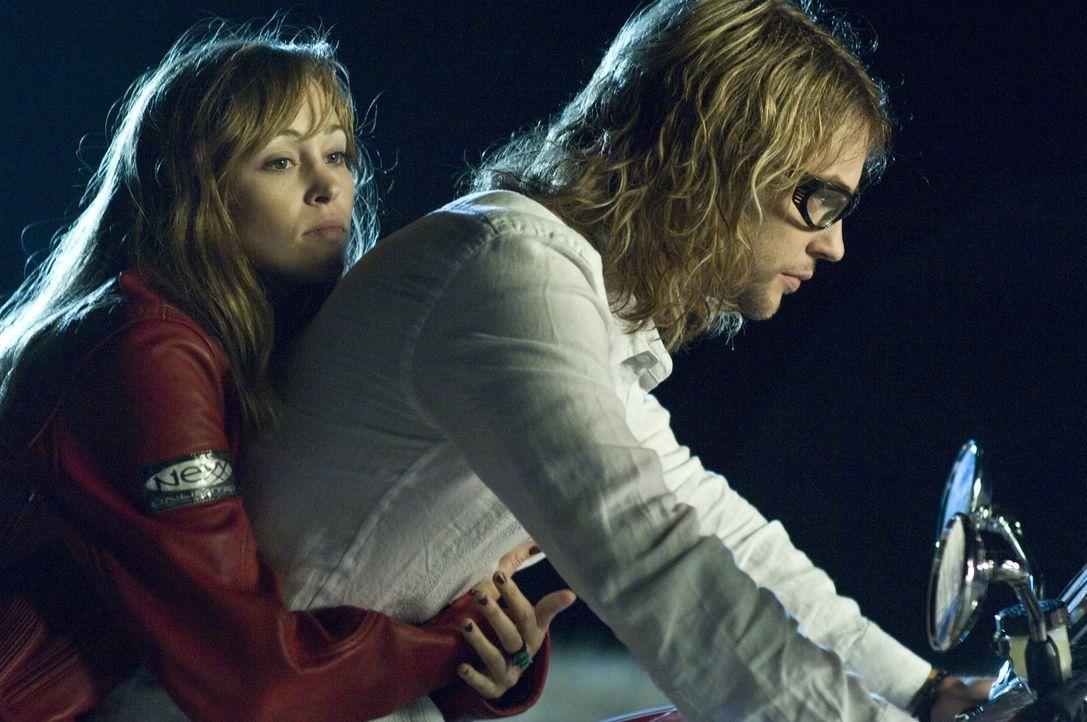 Auf einer wilden Party gerät Nicole (Autumn Reeser, l.) in die Fänge von Biker Shane (Angus Sutherland, r.) und seiner Gang. Sie ahnt nicht, dass di... - Bildquelle: Warner Brothers