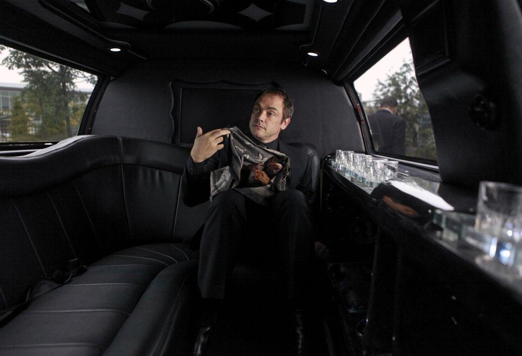 Was hat Crowley (Mark Shepard) nur vor? - Bildquelle: Warner Bros. Television