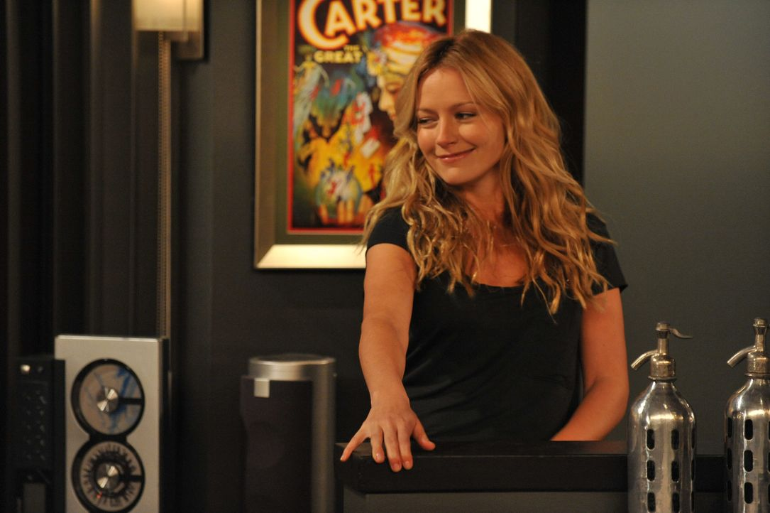 Steht Barney unter ihrer Fuchtel? Quinn (Becki Newton) ... - Bildquelle: 20th Century Fox International Television