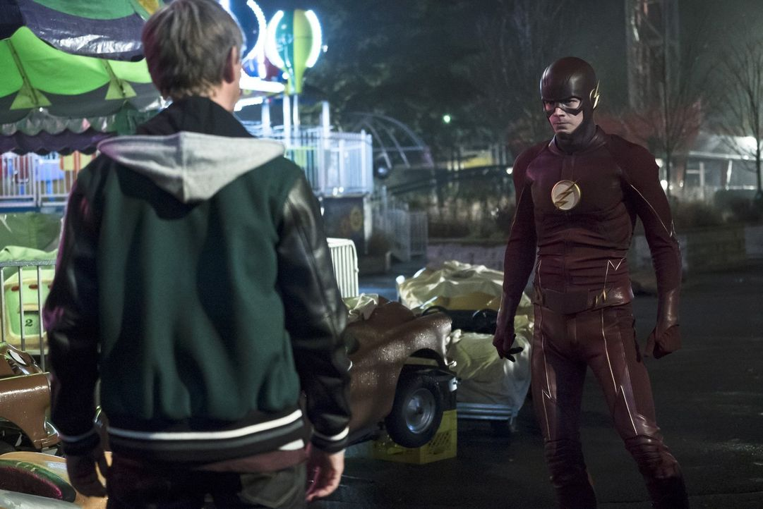 Kann Barry (Grant Gustin, r.) dem Meta-Wesen Griffin Grey (Haig Sutherland, l.) auch ohne seine Fähigkeiten klarmachen, dass er Dr. Wells gehen lass... - Bildquelle: Warner Bros. Entertainment, Inc.