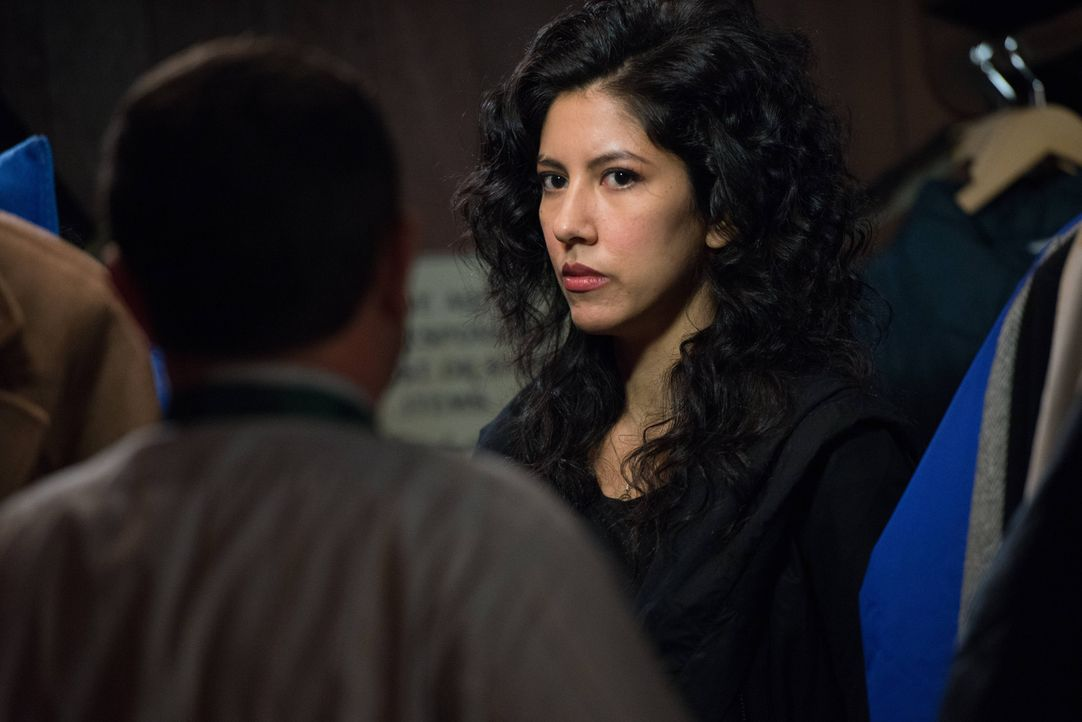 Rosa Diaz (Stephanie Beatriz) - Bildquelle: Eddy Chen 2013 NBC Studios LLC. All Rights Reserved. / Eddy Chen