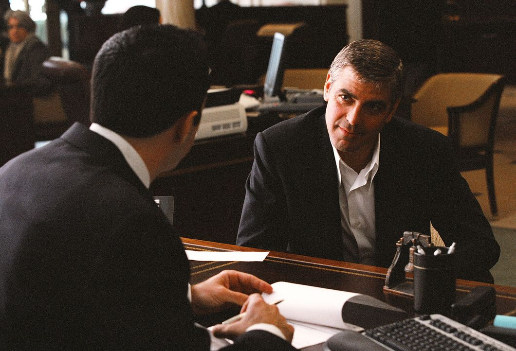 Plant mit seinen Leuten den schier unmögliches Ding: Danny Ocean (George Clooney, r.) ... - Bildquelle: Warner Bros. Television