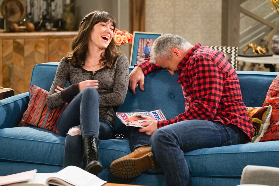 Noch albern sie rum - doch schon bald muss sich Adam (Matt LeBlanc, r.) mit einem Frauenproblem von Kate (Grace Kaufman, l.) rumschlagen ... - Bildquelle: Monty Brinton 2016 CBS Broadcasting, Inc. All Rights Reserved / Monty Brinton