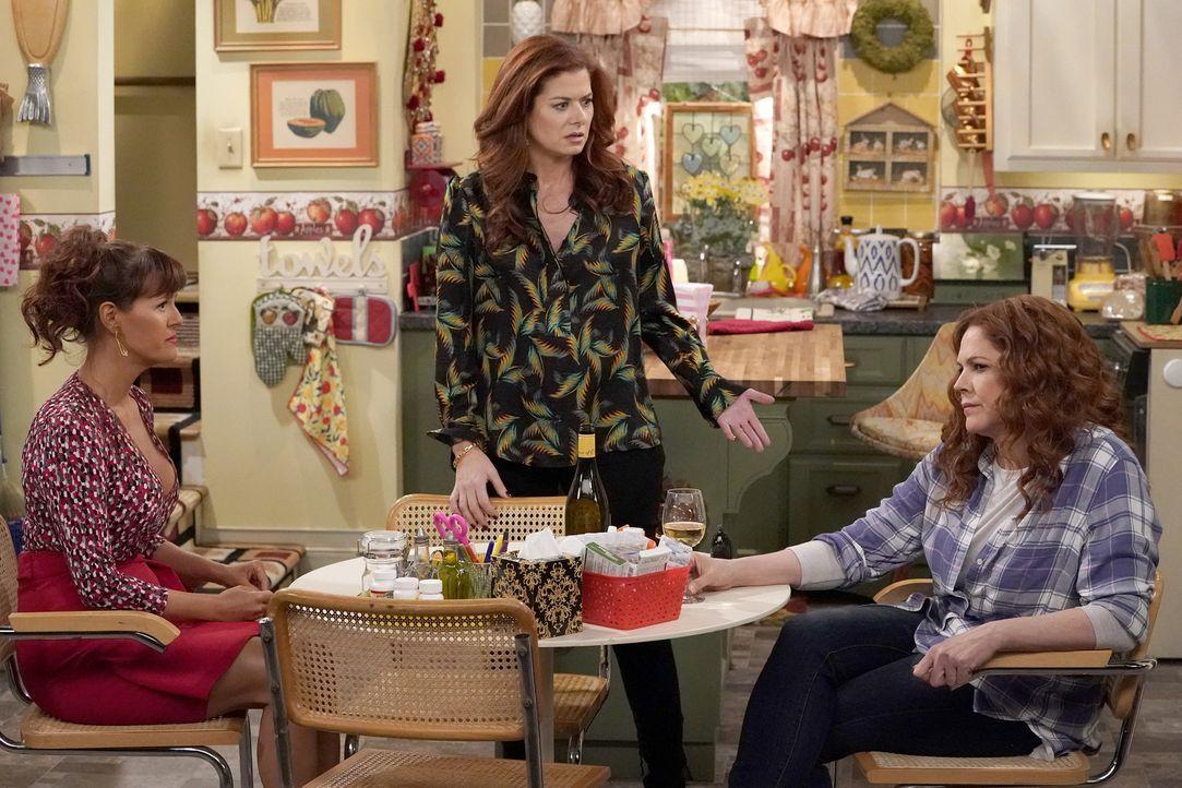 Für Grace (Debra Messing, M.) wird es kein einfacher Besuch bei ihren Geschwistern Joyce (Sara Rue, l.) und Janet (Mary McCormack, r.) ... - Bildquelle: Chris Haston 2017 NBCUniversal Media, LLC