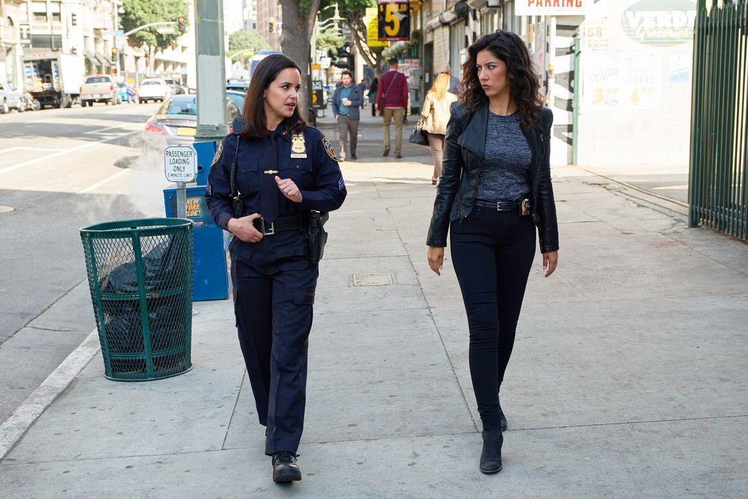 Amy Santiago (Melissa Fumero, l.); Rosa Diaz (Stephanie Beatriz, r.) - Bildquelle: John P. Fleenor 2018 UNIVERSAL TELEVISON LLC. All rights reserved. / John P. Fleenor