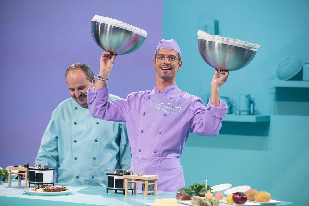 Kann Joko Winterscheidt den Koch Johann Lafer und das Publikum mit seiner Show überzeugen? - Bildquelle: Jens Hartmann ProSieben/Jens Hartmann