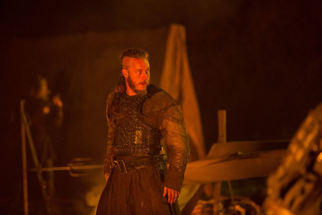 Erneut unterwegs, um die Angelsachsen das Fürchten zu lehren: Ragnar (Travis Fimmel) ... - Bildquelle: 2013 TM TELEVISION PRODUCTIONS LIMITED/T5 VIKINGS PRODUCTIONS INC. ALL RIGHTS RESERVED.