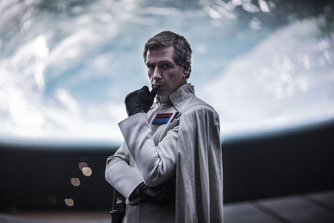 Director Krennic (Ben Mendelsohn) - Bildquelle: Jonathan Olley TM &   Lucasfilm Ltd. / Jonathan Olley