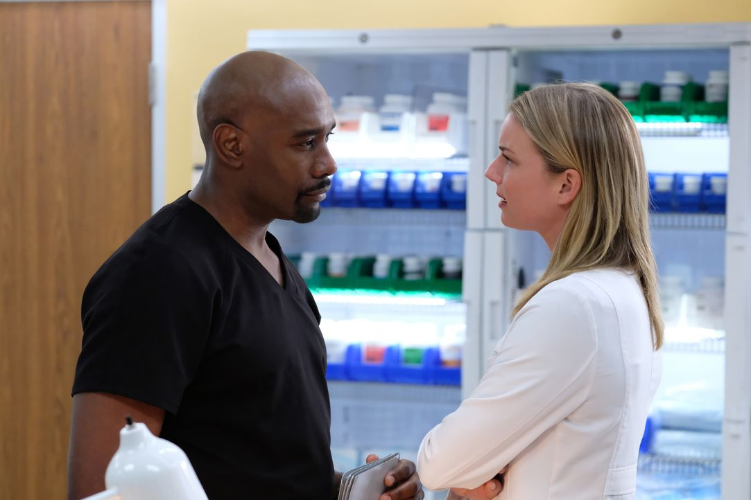 Dr. Barrett Cain (Morris Chestnut, l.); Nicolette Nevin (Emily VanCamp, r.) - Bildquelle: Guy D'Alema 2019-2020 Twentieth Century Fox Film Corporation.  All rights reserved. / Guy D'Alema