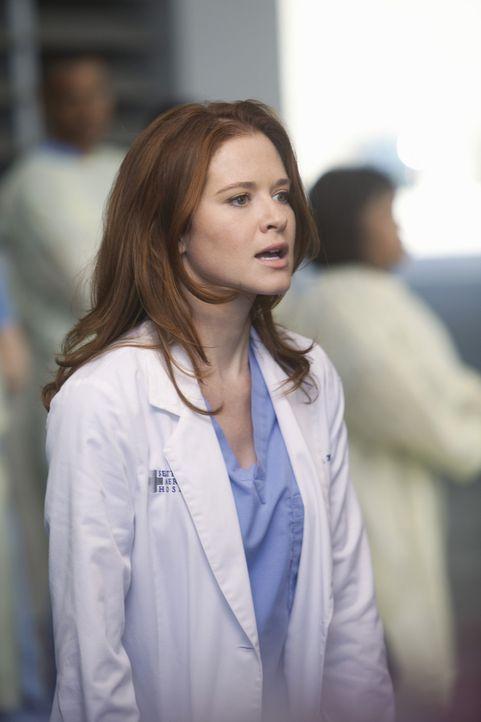 In ihrem neuen Job als leitende Assistenzärztin versucht April (Sarah Drew) die Verantwortung zu übernehmen, als ein großes Loch mitten in Seattl... - Bildquelle: ABC Studios