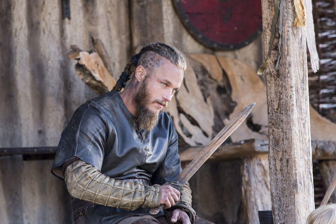 König Horik kehrt mit einem überraschenden Vorschlag für Ragnar nach Kattegat zurück. Doch was wird Ragnar (Travis Fimmel) tun? - Bildquelle: 2014 TM TELEVISION PRODUCTIONS LIMITED/T5 VIKINGS PRODUCTIONS INC. ALL RIGHTS RESERVED.