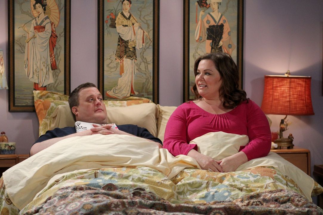 Sind glücklich miteinander: Mike (Billy Gardell, l.) und Molly (Melissa McCarthy, r.) ... - Bildquelle: 2010 CBS Broadcasting Inc. All Rights Reserved.