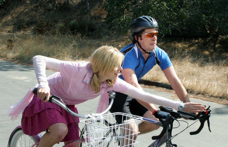 Elliot (Sarah Chalke, l.) unterstützt J.D. (Zach Braff, r.), damit er es bis ins Ziel schafft ... - Bildquelle: Touchstone Television