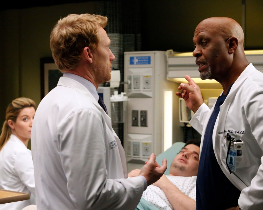 Geraten aneinander: Richard (James Pickens jr., r.) und Owen (Kevin McKidd, l.) ... - Bildquelle: ABC Studios