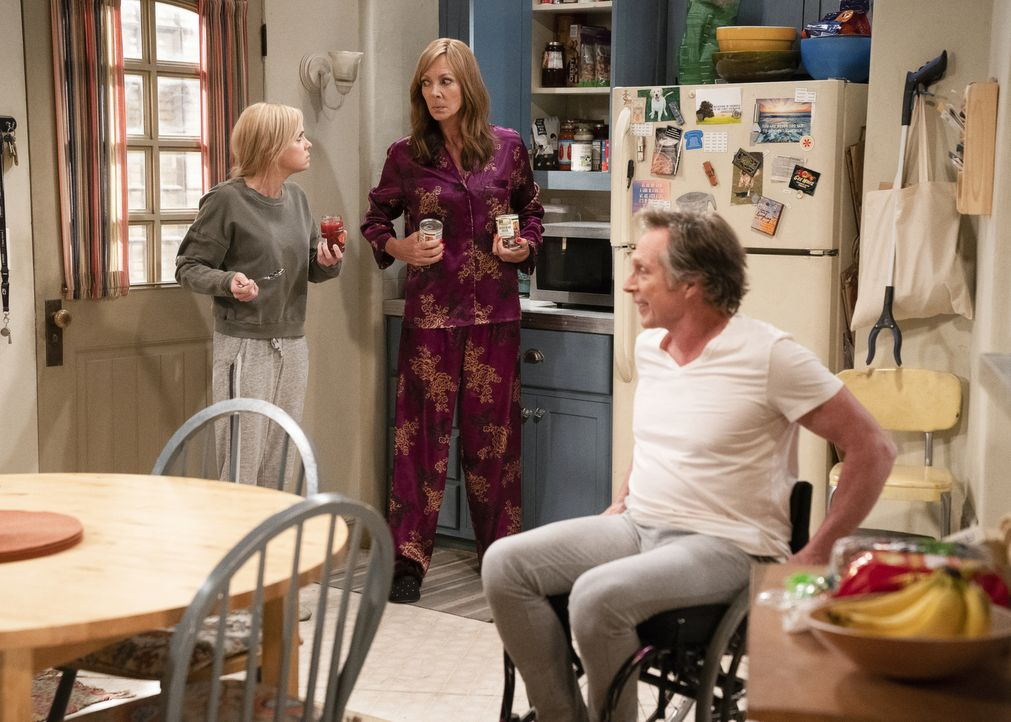 (v.l.n.r.) Christy (Anna Faris); Bonnie (Allison Janney); Adam (William Fichtner) - Bildquelle: Sonja Flemming 2018 WBEI. All rights reserved.