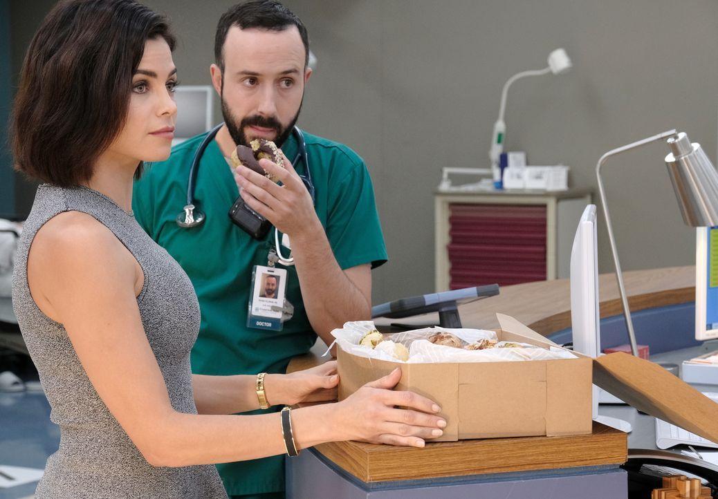Julian Booth (Jenna Dewan, l.); Dr. Irving Feldman (Tasso Feldman, r.) - Bildquelle: Guy D'Alema 2018-2019 Twentieth Century Fox Film Corporation. All rights reserved. / Guy D'Alema