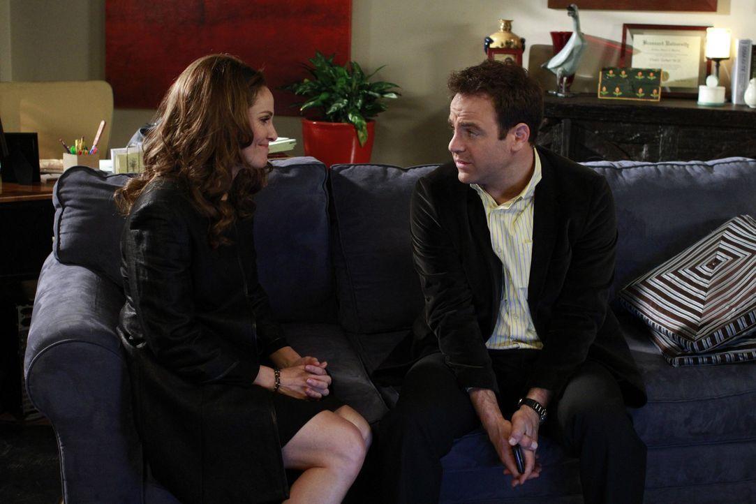 Während sich Violet (Amy Brenneman, l.) Sorgen um ihre Approbation als Ärztin machen muss, ist Cooper (Paul Adelstein, r.) klar geworden, dass die... - Bildquelle: ABC Studios