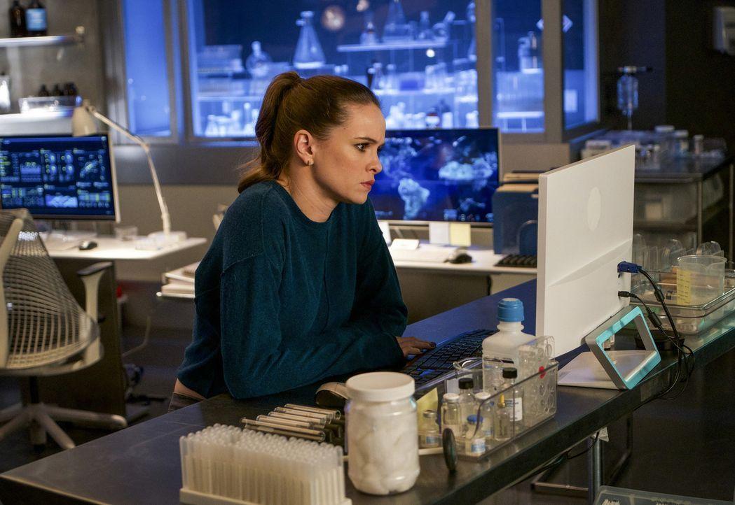 Nicht nur Caitlin (Danielle Panabaker) hat mit dem Verlust einen wichtigen Teil ihrer Identität zu kämpfen, auch Harry steht vor einem drastischen P... - Bildquelle: 2017 Warner Bros.