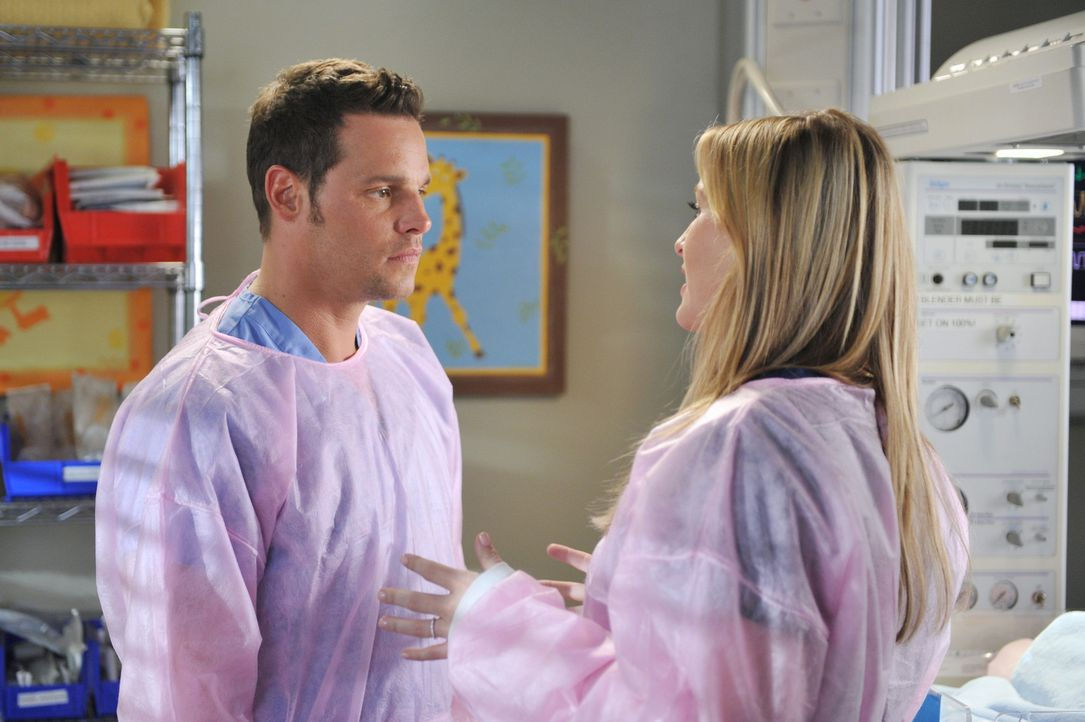 Während Alex (Justin Chambers, l.) versucht, Morgan zu meiden, da sie zu abhängig von ihm wird, möchte Callie mehr über Arizonas (Jessica Capsha... - Bildquelle: ABC Studios
