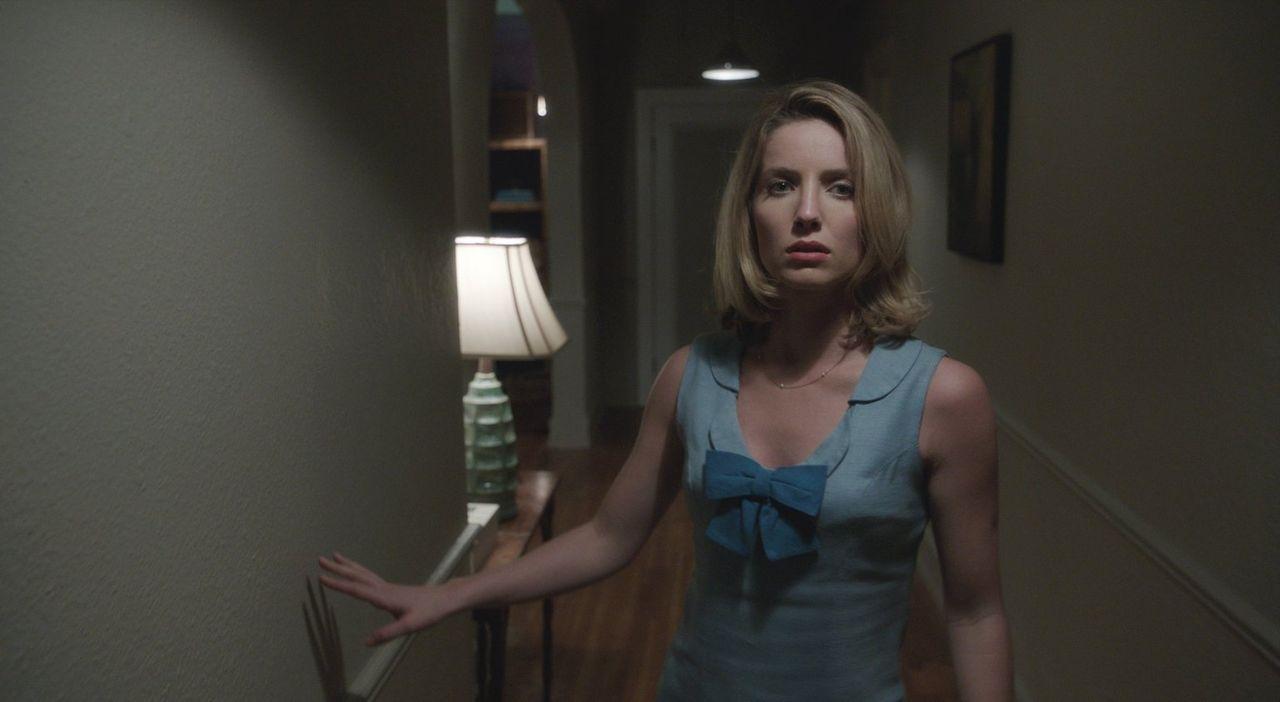 Von den Geistern in den Wahn getrieben, spielt Mia (Annabelle Wallis) mit dem Gedanken, ihrem Leben ein Ende zusetzen  ... - Bildquelle: 2014 Warner Brothers