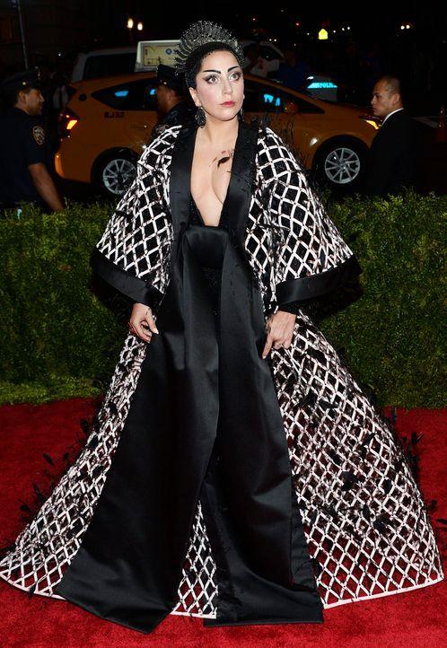 Met-Ball-Lady-Gaga-15-05-04-dpa - Bildquelle: dpa