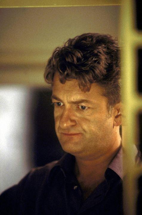 Nach 20 Jahren Ehe bekommt David Werner (Dominic Raacke) das Gefühl, etwas verpasst zu haben. Deshalb plant er einen Kurztrip in einen Single-Club... - Bildquelle: ProSieben