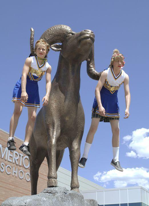 Auch in der Vergangenheit läuft nicht alles so glatt, wie es sich Charlie (Luke Benward, l.) und Virgil (Jason Dolley, r.) wünschen ... - Bildquelle: 2007 Disney Channel