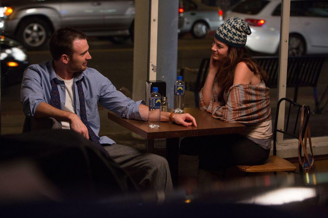 Eigentlich läuft ER (Chris Evans, l.) immer von der Liebe weg - bis SIE (Michelle Monaghan, r.) plötzlich in seinem Leben auftaucht ... - Bildquelle: Daniel McFadden Wild Bunch