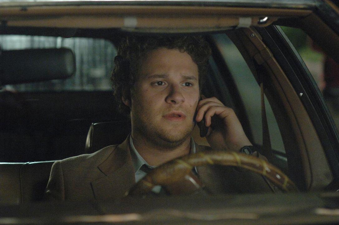 Eines Tages beobachtet der ständig bekiffte Gerichtsdiener Dale (Seth Rogen) einen Mafiamord. Voller Panik verstreut er am Tatort zahlreiche Beweise... - Bildquelle: 2008 Columbia Pictures Industries Inc. All rights reserved.