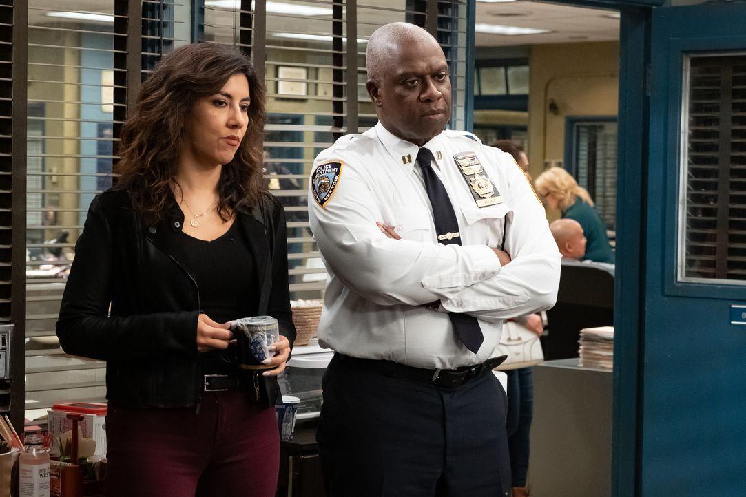 Rosa Diaz (Stephanie Beatriz, l.); Captain Ray Holt (André Braugher, r.) - Bildquelle: Vivian Zink 2019 UNIVERSAL TELEVISION LLC. All rights reserved. / Vivian Zink