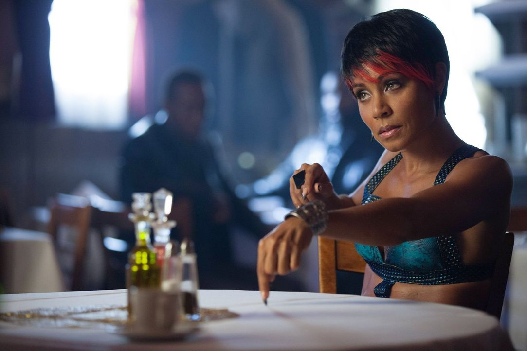 Zieht ihre Konsequenzen, als sie erfährt, dass Cobblepot noch am Leben ist und für Maroni arbeitet: Fish Mooney (Jada Pinkett Smith) ... - Bildquelle: Warner Bros. Entertainment, Inc.