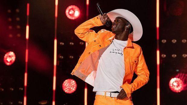 Lil Nas X – ein Cowboy im Glitzer Look! Der Megastar polarisiert in den sozia...
