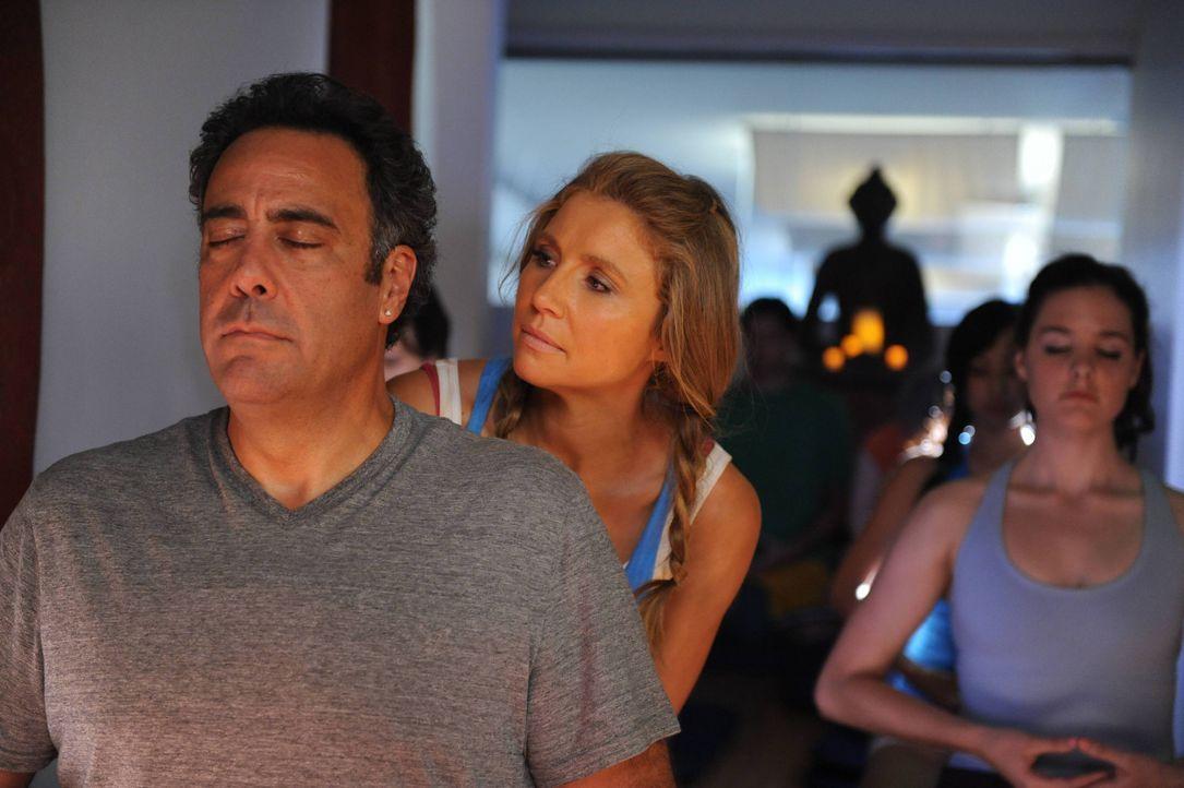 Max (Brad Garrett, l.) versucht Polly (Sarah Chalke, M.) dabei zu helfen, endlich mal etwas zu Ende zu bringen und findet sich schließlich selbst in... - Bildquelle: 2013 American Broadcasting Companies. All rights reserved.
