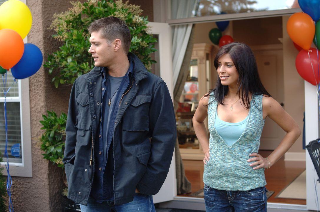 Als sich Dean (Jensen Ackles, l.) in Cicero mit seiner alten Freundin Lisa (Cindy Sampson, r.) trifft, mit der er vor vielen Jahren einen One-Night-... - Bildquelle: Warner Bros. Television