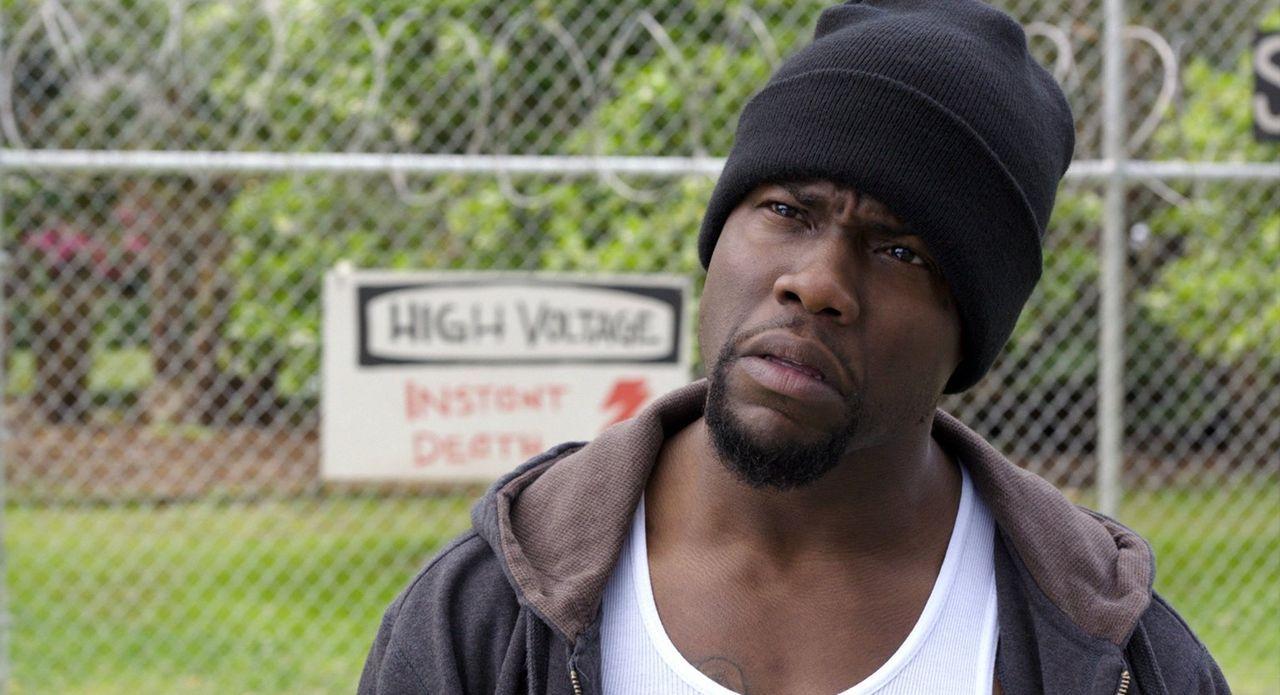 Noch weiß James King nicht, dass Darnell (Kevin Hart) keine Knasterfahrung besitzt, sondern dies mittels Fantasie und gesundem Menschenverstand erse... - Bildquelle: 2015 Warner Bros. Entertainment Inc. and Ratpac-Dune Entertainment LLC. All rights reserved.